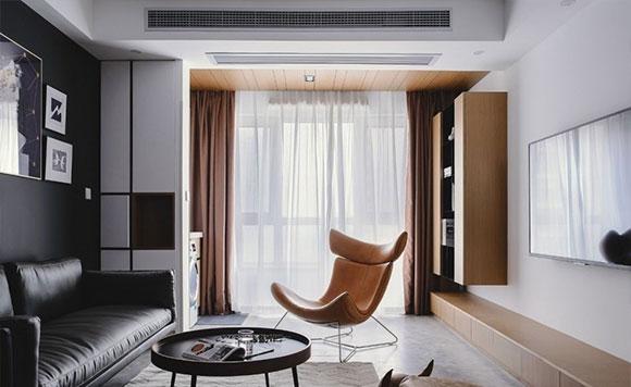 餐桌摆门口,打通阳台装吊柜,黑色沙发背景墙,小户型装修很实用!