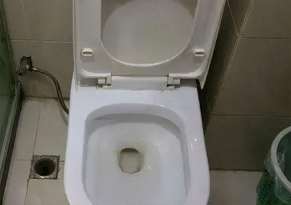 卫生间总有异味是什么原因