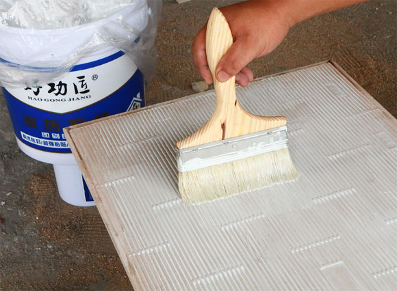 瓷砖背胶干了以后再刷一层可以吗